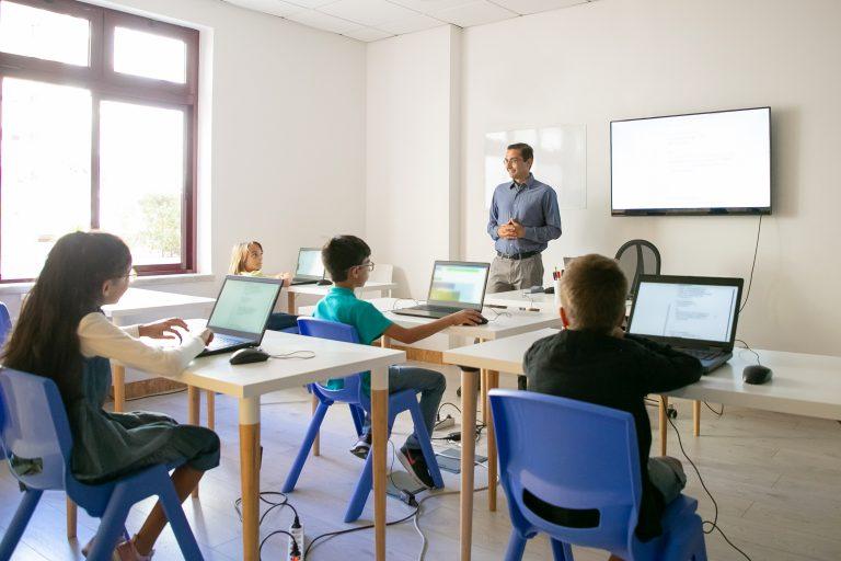 School photo created by pch.vector - www.freepik.com